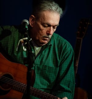 Joe Baxter will present a virtual concert on the Arcadia Round Barn Facebook page at 8 p.m. Thursday.